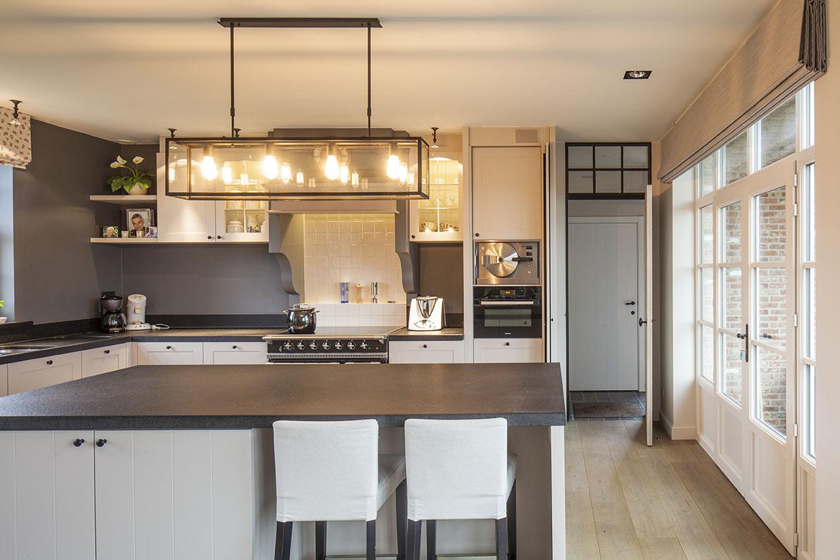 Realisaties architect luxe woningen architectenbureau gruwez oudenaarde gent - Moderne keuken in het oude huis ...